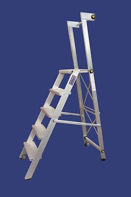 """סולם מדרגות מתקפל מאלומיניום מקצוענים כולל ידית אחיזה וגלגלים-5 מדרגות-""""חגית"""""""